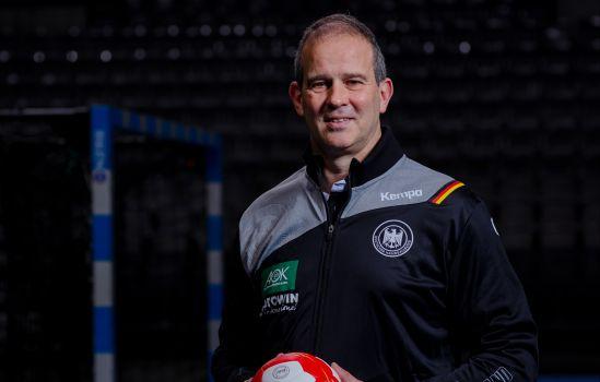 Der neue Bundestrainer Henk Groener bereitet die DHB-Frauen auf die EM vor. © DHB