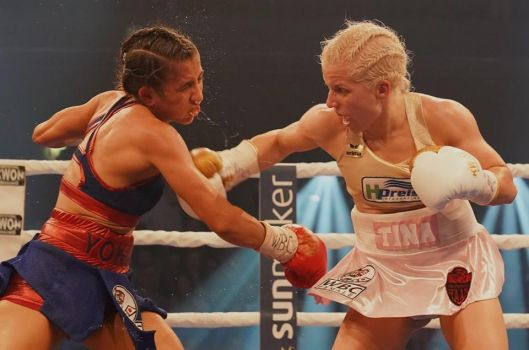 Volle Schlagkraft: Tina Rupprecht (r.) erkämpft sich den Weltmeistertitel. © Siegfried Kerpf