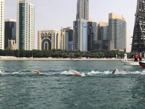 Bei den FINA Marathon Swim Series vor beeindruckender Kulisse schwimmt Leonie Beck zu Silber. © FINA