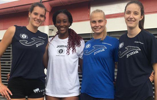 Alexis Mathews (2. von links) im Kreise ihrer neuen Kolleginnen. Valentina Zaloznik (rechts) verlässt den VCW. © VCW