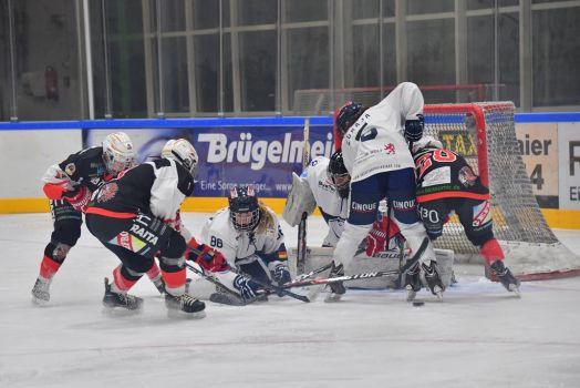 Auch in der Eishockey-Saison 2017/18 hatte es spannende Kämpfe zwischen den Memmingen Indians und den ERC Frauen gegeben. © Alwin Zwibel
