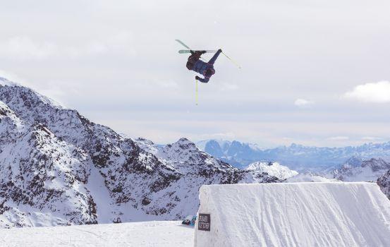 Die Freeskier starten in die Saison und begeistern die Zuschauer mit spektakulären Moves. © pxhere