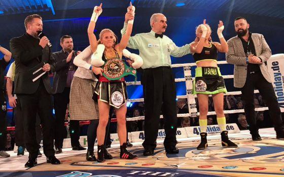 Eindeutiger Sieg nach Punkten: Tina Rupprecht verteidigt ihren WM-Titel. © WBC