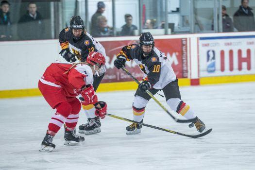 Die deutsche U18-Eishockeydamen gewinnen bei der WM gegen Dänemark. © DEB