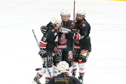 Jubeln die Indians-Spielerinnen Katharina Ott, Marina Swikull und Julia Seitz auch gegen Düsseldorf? © Uwe Fuchs