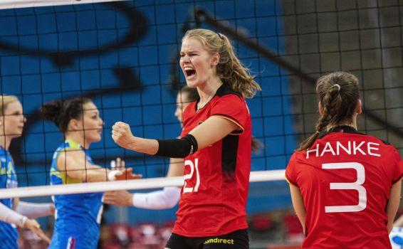 Kamila Grundig bejubelt die starke Leistung der deutschen Nationalmannschaft. © CEV