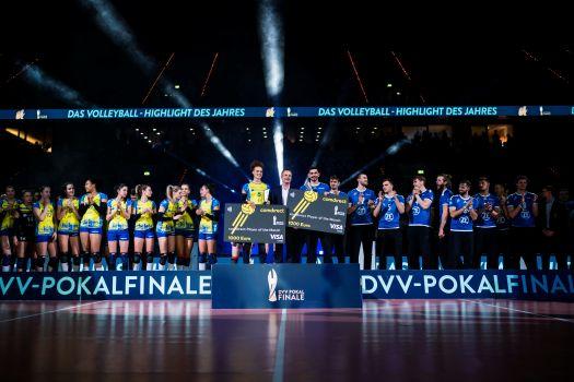 DVV-Pokalsieger 2019: SSC Palmberg Schwerin und VfB Friedrichshafen. © Sebastian Wells