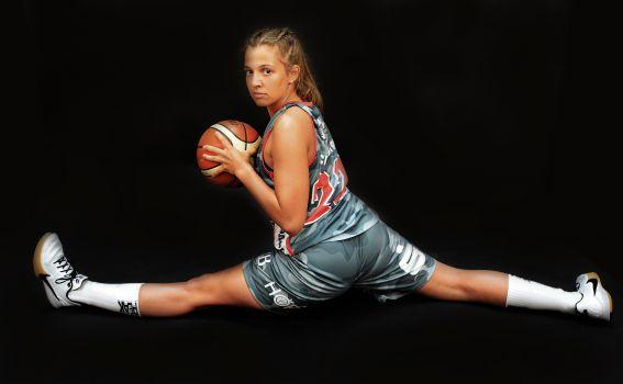 Manuela Scholzgart schafft beim TSV Wasserburg den Spagat zwischen Spielerin, Coach, Pressewart und Studentin. © Gabi Hörndl