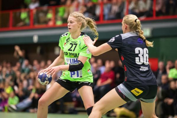 Im Achtelfinale des DHB-Pokals setzt sich der TSV Nord Harrislee (in Grün) gegen den VfL Waiblingen durch. © SPEEDPhotos.de