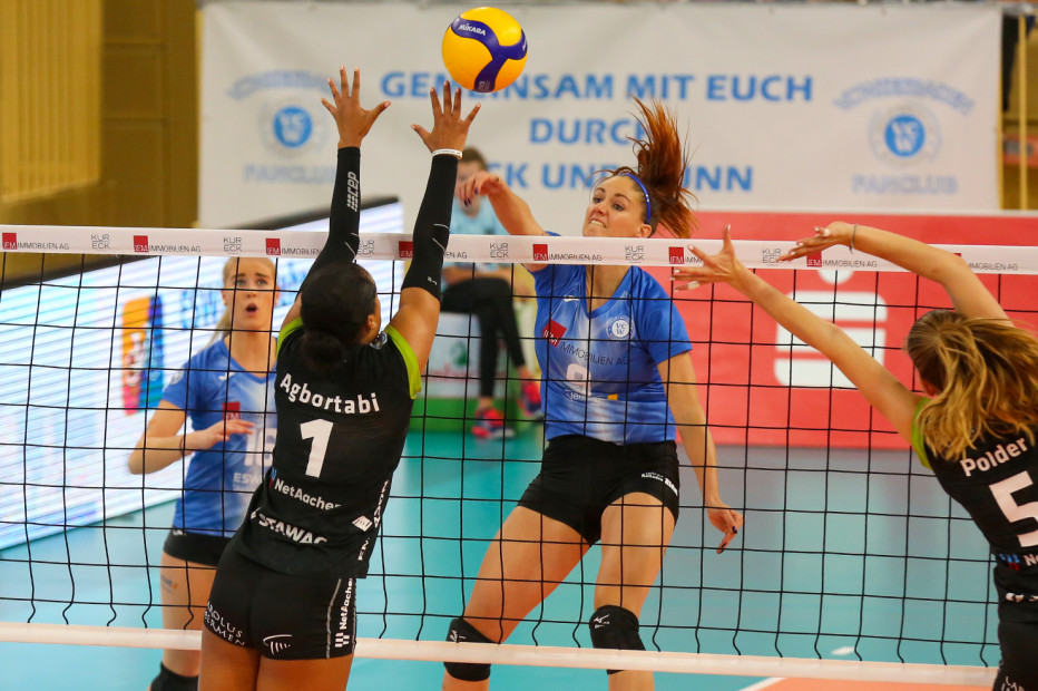 VCW-Mittelblockerin Klára Vyklická im Spiel gegen die Ladies in Black Aachen. © Detlef Gottwald