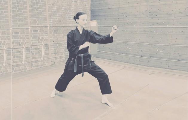 Kathy macht Shotokan-Karate – und musste am Anfang gegen Vorurteile kämpfen. © fan von Dir