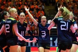 Denise Hanke und Co. jubeln über diesen Erfolg gegen die Niederlande. © CEV
