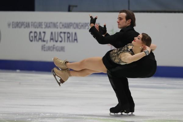 Katharina Müller und ihr Partner Tim Dieck holten bei dem EM noch einige Plätze auf. © www.eislauffotos.de