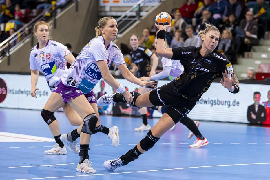 Nationalspielerin Luisa Schulze hat ihren Vertrag bei Bietigheim verlängert. © Marco Wolf
