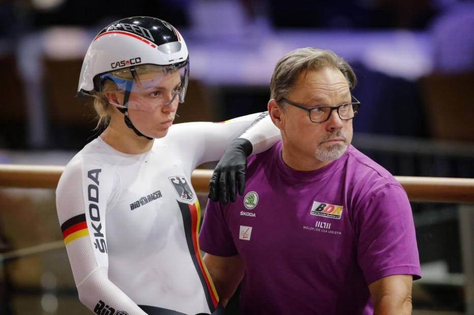 Sprint-Weltmeisterin Emma Hinze und Bundestrainer Detlef Uibel. © BDR