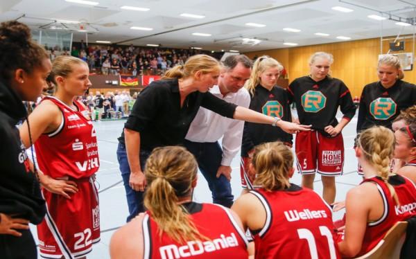 Juliane Höhne weiß ihre Spielerinnen zu motivieren. © Moritz Frankenberg