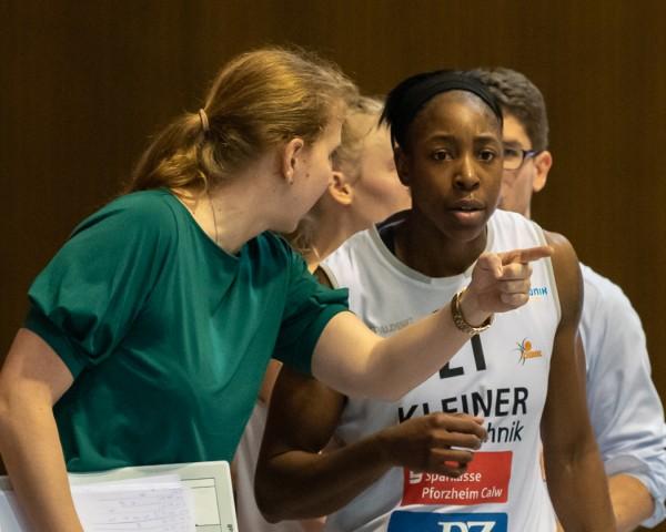 Juliane Höhne legt viel Wert auf individuelle Gespräche mit Spielerinnen. © Stefan Urbitsch