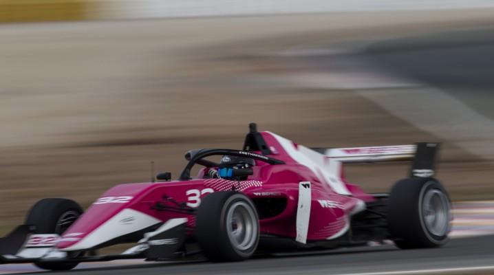 Unter anderem die W Series wollen mehr Frauen in den Formelsport bringen. © W Series
