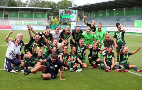 2019/20 hat sich der VfL Wolfsburg den Titel und den Pokal geschnappt. © VfL Wolfsburg
