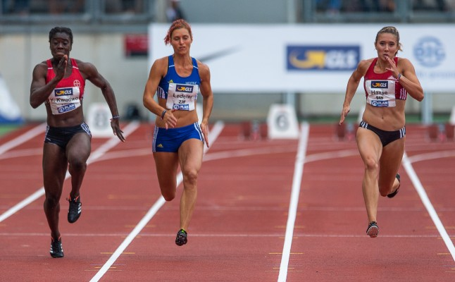 Rebekka Haase (r.) stellt sich bei den #TrueAthletes Classics auch Weitspringerin Mihambo. © Stefan Brending, CC BY-SA 3.0 de, https://commons.wikimedia.org/w/index.php?curid=71151490