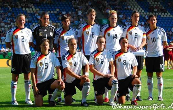 Die DFB-Frauen gewinnen 2009 zum siebten mal die Europameisterschaft. © Marion Kehren / Kapix Sportfoto