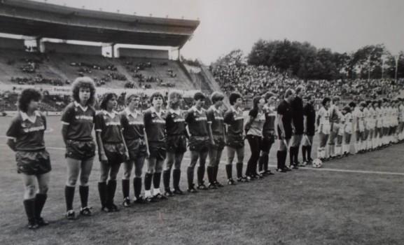 Pokalspiel 1984 im Frankfurter Waldstadion mit Christel Klinzmann (7.v.l.) © Marc Klinzmann