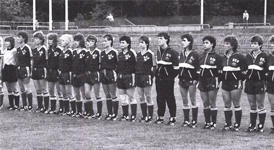 Die DDR-Frauen gegen die CSFR am 9. Mai 1990 im Karl-Liebknecht-Stadion. © www.fussballschule-1.de