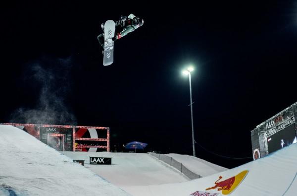 Leilani Ettel springt zu Rang 5 bei den Laax Open 2021. © Ruggli/FIS