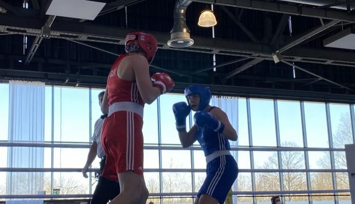 Christina Hammer gegen Sarah Scheurich im Ring. © Nadine Rasche