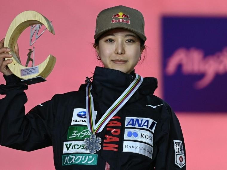 Takanashi gewann Silber von der Großschanze