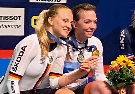 Lea Sophie Friedrich freut sich über die Silbermedaille. © BDR