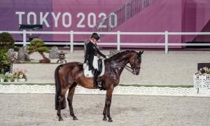Jessica von Bredow-Werndl holt mit Dalera Gold im Team und im Einzel. © FEI/Christophe Taniere