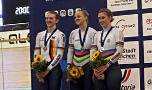 Jubel über die Silbermedaille bei der Bahnrad-EM. © BDR