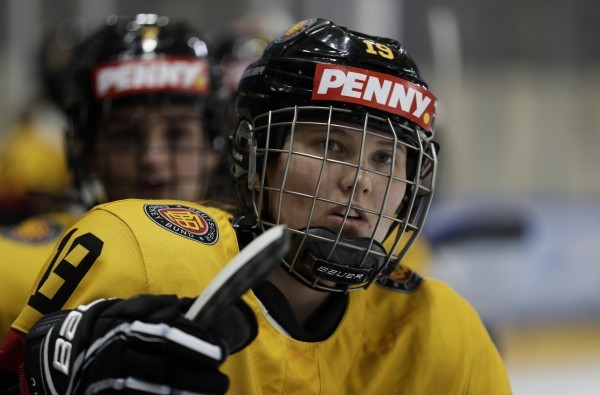 Kerstin Spielberger und Co. werden nicht zur Eishockey WM nach Kanada fliegen. © DEB / Dominic Pencz