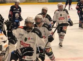 Kaum begonnen, müssen die Spielerinnen schon wieder pausieren. © ECDC Memmingen