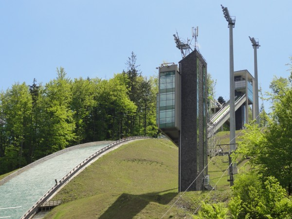 Die Skisprunganlage in Wisla. © D T G, CC BY 3.0, https://commons.wikimedia.org/w/index.php?curid=15243113