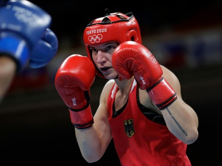 Nadine Apetz hängt die Boxhandschuhe an den Nagel
