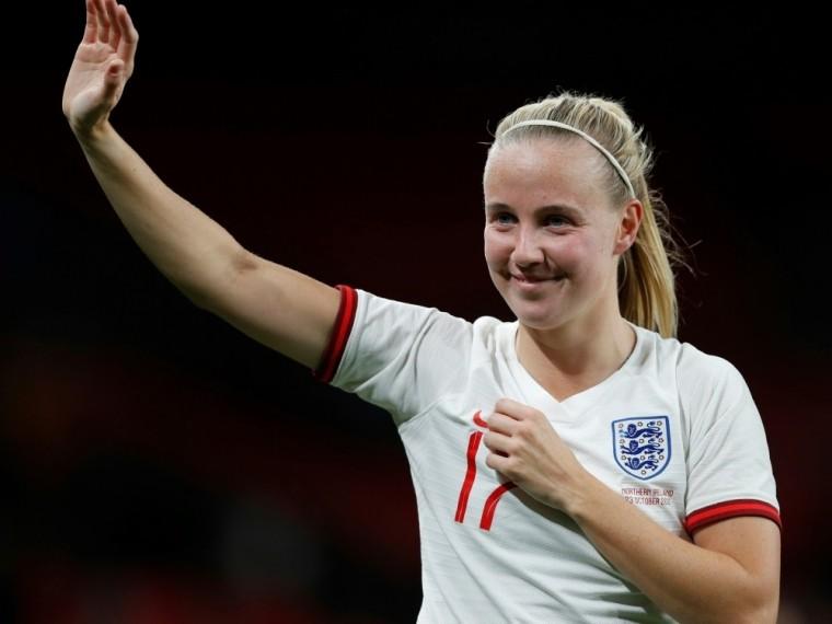 Beth Mead trifft dreifach in Wembley