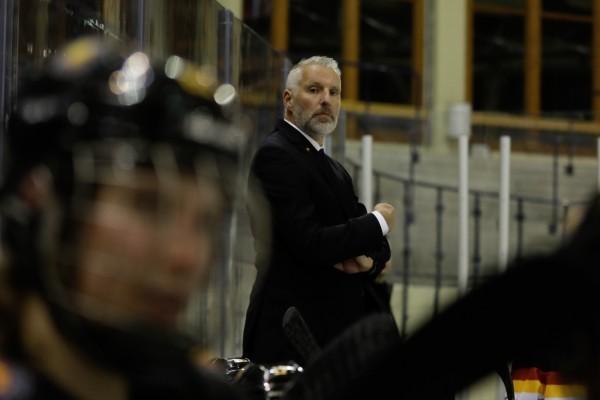 DEB-Trainer Christian Künast über das Selbstbewusstsein seiner Eishockey-Frauen. © Dominic Pencz