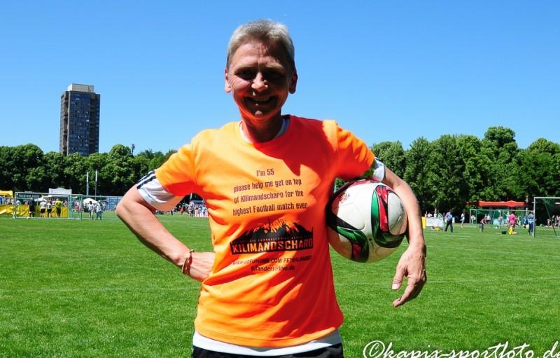 Petra Landers lebt noch heute für den Fußball. © Marion Kehren / Kapix Sportfoto