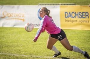 Anna-Lisa Aldinger spielt seit ihrer Kindheit schon Faustball in ihrem Heimatverein. © DFBL