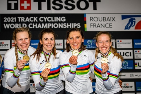 Mieke Kröger (v.l.), Laura Süßemilch, Lisa Brennauer und Franziska Brauße holen den WM-Titel. © Mill
