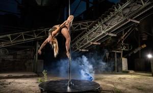 Nadja Müller trainiert seit einigen Jahren Pole Dance in Hamburg. © fan von Dir