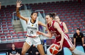 Ama Degbeon und die DBB-Damen konnten dem Druck von Lettland nicht standhalten. © fiba.basketball