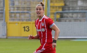 Simone Laudehr will mit dem FC Bayern den Meistertitel holen. © Rufus46 - Own work, CC BY-SA 3.0