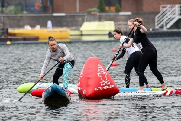 Noelani Sach gewinnt das Finale im SUP-Cross. © Henning Schoon