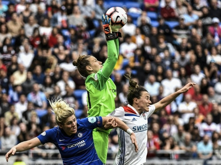 Berger (m.) steht seit 2019 beim FC Chelsea im Tor