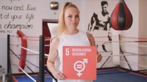 Regina Halmich setzt sich für Geschlechtergerechtigkeit ein. © RENN.west